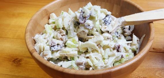Ensalada de Manzana y Apio con Crema Reducida en Grasa Lyncott®