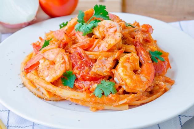 Espagueti con Camarones en Salsa de Parmesano Lyncott®
