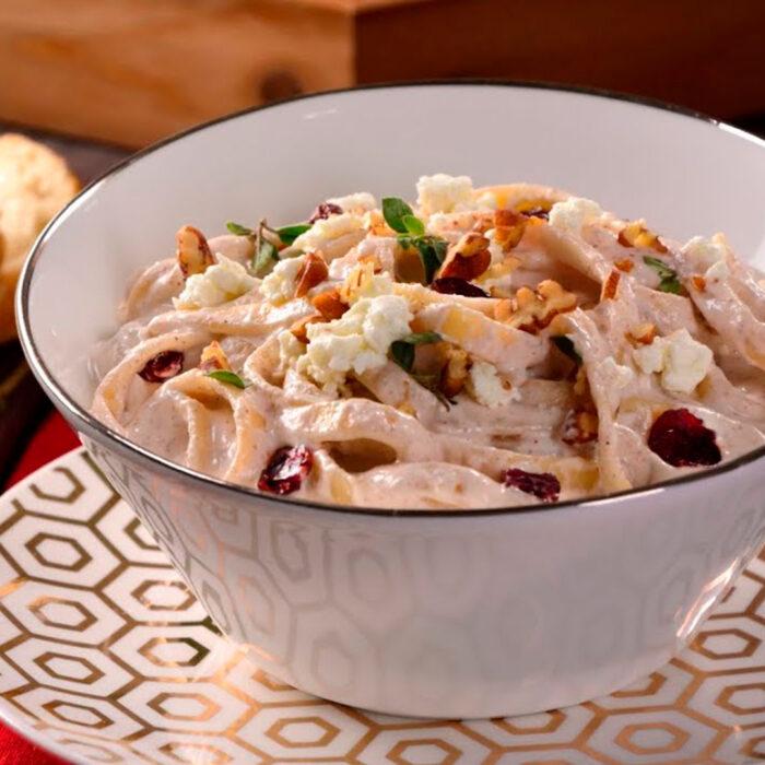 Fetuccini en Salsa de Nuez con Queso de Cabra Lyncott®